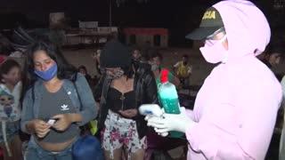 Unos 800 venezolanos atrapados en frontera con Colombia