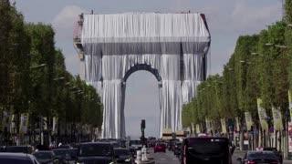 Arc de Triomphe gets wrapped