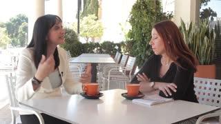 Συνέντευξη : η Έλενα Κουντουρά μιλά στο Queen Plus