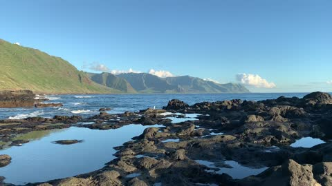 Ka'ena Point, Oahu, Hawaii shows off its sunny shores