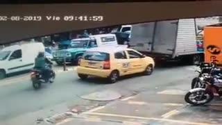 Video registra el impresionante accidente de tránsito que dejó tres heridos en Cali