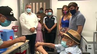 Un hombre de 97 años fue el vacunado un millón en Colombia