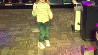 Little kid can dance