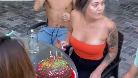 THE CAKE WAS A BALLOON !!!!