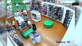 Video registra robo en centro comercial del área protagonizado por adulto mayor
