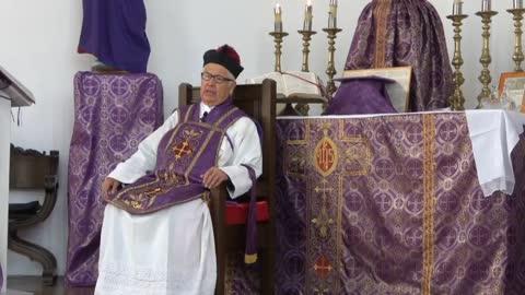 525 - Oir las predicaciones monumentales de los sacerdotes en el seminario.