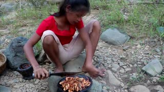 Survival skills_ Small shrimp peppers grilled on clay for food - Cooking shrimp eating delicious