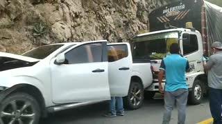 Accidente múltiple en Pescadero mantiene la vía con paso a un carril