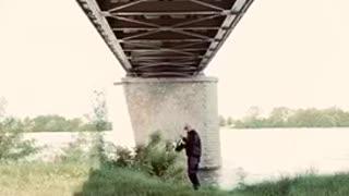 German hymn from under a French bridge