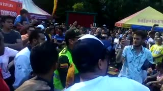 Policia de Bucaramanga se reconcilia con la empanada