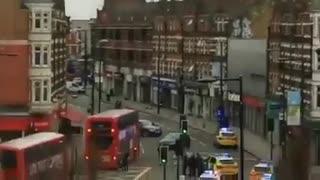 Várias pessoas esfaqueadas em Londres. Polícia abateu suspeito