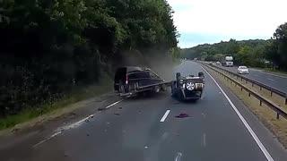 Live Car Smash Video Caught on Camera