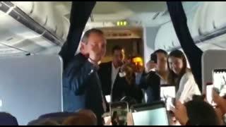 El mensaje de Guaidó antes de bajar del avión en Caracas