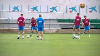 Barcelona preseason training; Memphis, Griezmann and clean-shaven Pique feature