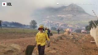Firefighters battle blaze on Table Mountain