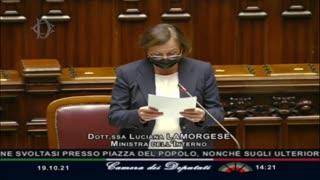 """Lamorgese: """"agente in borghese verificava la forza ondulatoria del blindato"""""""