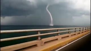 Videos captan paso del huracán Gonzalo por Centroamérica
