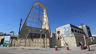 Murales para recibir a Francisco en Bagdad y decorar los muros de seguridad