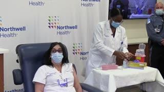 Una enfermera de Queens, la primera neoyorquina en recibir la vacuna