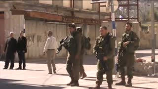 Israel Army Aggressively Stop Palestinians After Friday Prayer