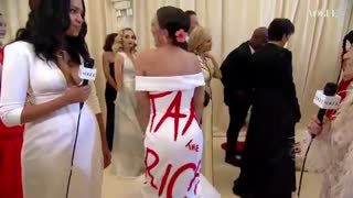 """HYPOCRITE: AOC Wears """"Tax The Rich"""" Dress To The Met Gala...!!!"""