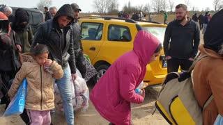 Refugee crisis: people waiting on the Greek border in Edirne