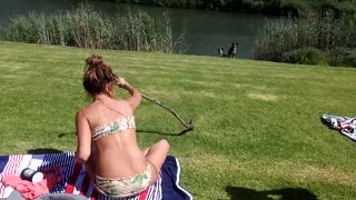 South African girl catches a speedy cobra with her hands NEW!!