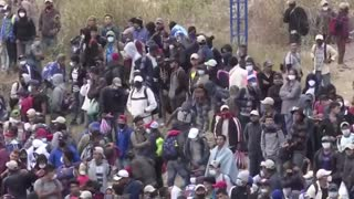 Migrant Caravan pushes through border patrols, police on path to U.S.