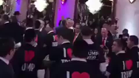 Jewish wedding shows they Love Trump