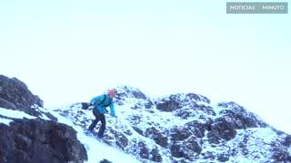 Jovem constrói base para salto de esqui no Reino Unido