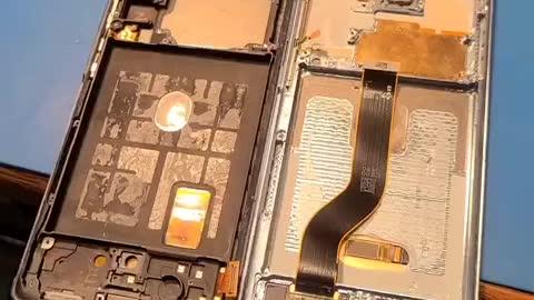 Phone repair guy feels 5G is bogus...
