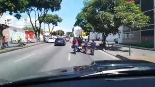 Video registró la peligrosa imprudencia de un motociclista en una importante vía de Bucaramanga