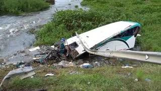Así quedó el bus tras violento choque en Gambote.