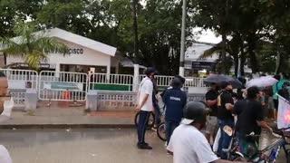 Manifestantes del 21S gritan arengas contra la Policía