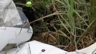 Accidente aéreo deja dos personas muertas