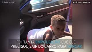Garotinho dá show de dança com música da Rihanna e vídeo viraliza