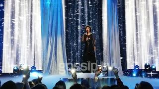 YFSF: H φιναλίστ Μελίνα Μακρή ως Whitney Houston στη σκηνή του τελικού