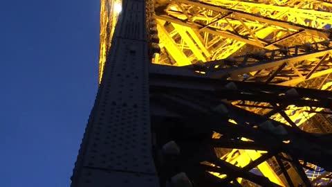 Flashing lights on the Effel Tower