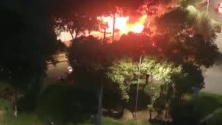 Video: Un vehículo se incendió en el sector de El Cacique en Bucaramanga