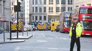 """Policía mata a un hombre tras un """"ataque terrorista"""" en el Puente de Londres"""
