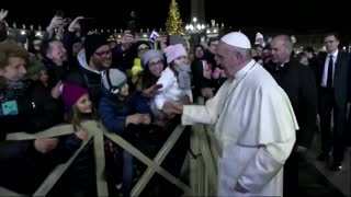 Pope Francis slaps woman's hand to free himself