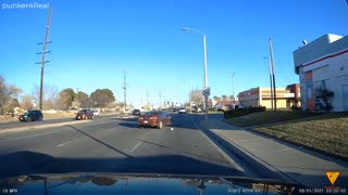 Moron Guy cuts 3 lanes to save 2 seconds