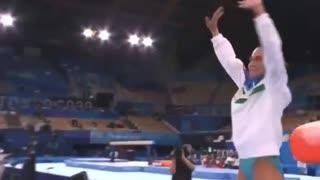 Gimnasta uzbeka, de 46 años, se despide de los Olímpicos tras 8 participaciones