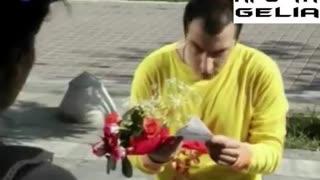 Για ποιαν είναι τα λουλούδια (αστείο βίντεο)