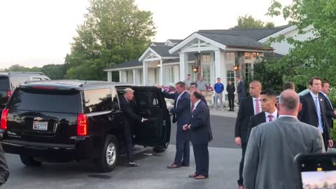 Trump salutes supporters at NY fundraiser on Thursday