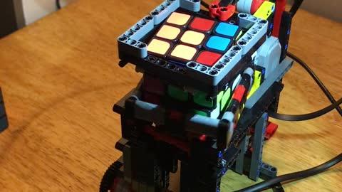 Lego-built machine solves Rubik's Cube