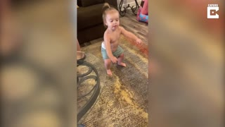 Dad and daughter have adorable dance off