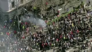 Police clash with protesters in Melbourne
