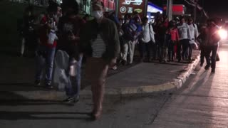 Una nueva caravana de migrantes hondureños sale hacia EE.UU.