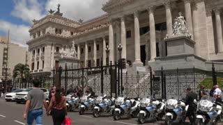 Ciudadanos y políticos despiden al expresidente argentino Menem